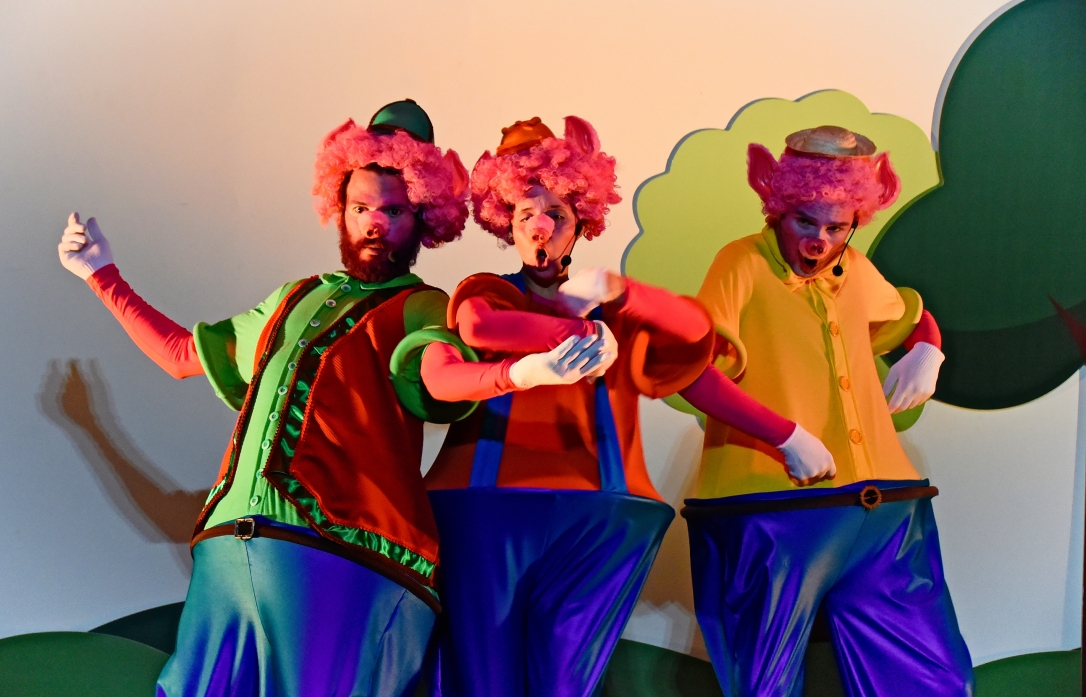 Teatro do Clubinho - Os 3 Porquinhos (RF) d